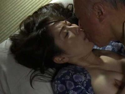 ◆ヘンリー塚本◆病気の夫を看病しヘトヘト…肩をマッサージしてねぎらう義父だが、その手は段々と下半身へ・・・