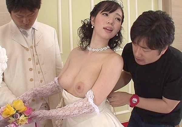 【時間よ止まれ】ケーキ入刀の瞬間タイムストップ!爆乳花嫁にイラマチオ!初夜直前のむき出し女性器を弄りまくり!