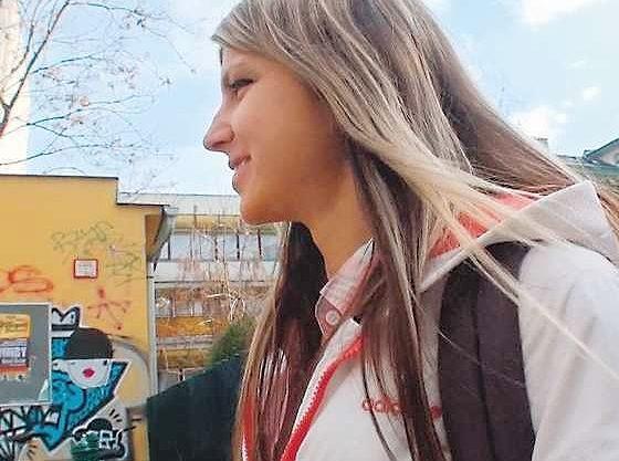 ◆外国人◆世界中を魅了するロシアの天使!つるつるマ○コに揺れる爆乳、JKコスで主観フェラ!アナルビーズ自ら挿入の貪欲娘