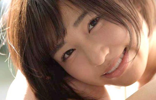 【唯井まひろ】透明感が半端ない美少女デビュー!「恥ずかしいです…♡」まだあどけない18歳が大人の階段を一歩登る!