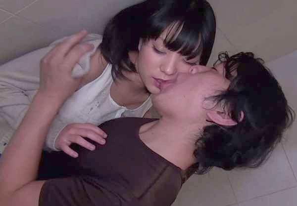 【人妻】「んん♡気持ちぃ…♡」二人組の熟女は友達と一緒である安心感からナンパが成功しやすいw