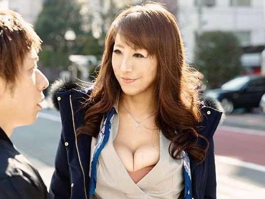【熟女ナンパ】上品セレブな奥様はSEXレスのチ○ポ不足!若くて硬い元気なチ○ポを爆乳で貪る寝取りSEX!