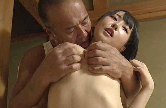 【ヘンリー塚本】全ての男を夢中にさせる、たわわに実る卑猥な膨らみ…娘を性的対象として扱う鬼畜な父!