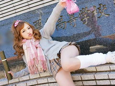 〖ギャル〗「ヤンキーじゃないしww」ヤンキー娘がAVデビュー!おバカな金髪ギャルがノリで出演、早速チ○ポを咥えるビッチw