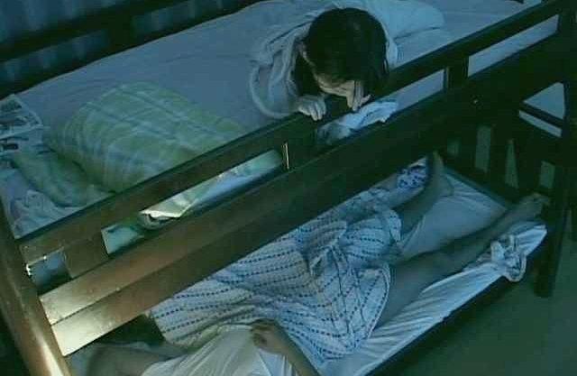 〖企画〗「お姉ちゃん…セックスしてる…」姉の嬌声とベッドの揺れで上段の妹は興味津々w