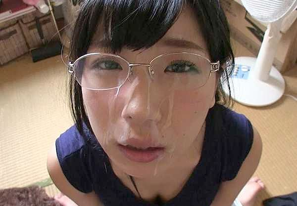 〖素人〗ビンカン絶頂メガネ少女!「100回ぐらいイキたい…♥」悶絶ねっとりフェラ!可愛いお顔に大量顔射でフィニッシュ!