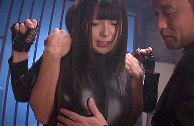 【上原亜衣】「チ○ポほしいぃぃッ!」悪の組織に捉えられた巨乳美少女!奴隷凌辱され、淫語でチ○ポを求める拷問Fuck!