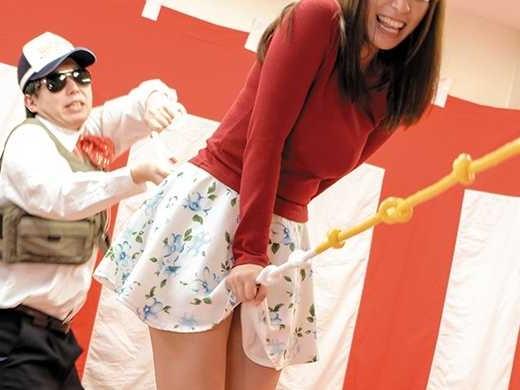 〖企画〗ロープがオマ○コに命中で悶絶!素人お姉さんが絶叫するバランスゲーム!電マ刺激の邪魔が入ってバランスを崩して落下w