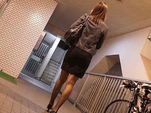〖レイプ〗「あぁッ…お願い止めて…」自宅に入る瞬間を狙って強襲!淫語強制の騎乗位Fuck、膣内射精してパンツを奪い逃走!