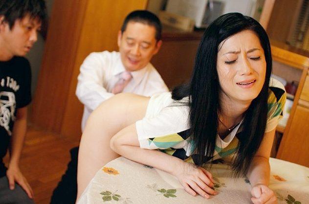 〖熟女〗「んっ…息子のためだったら…♡」悩める息子を救いたい!アナル刺激で絶叫して快感に悶絶する人妻!!