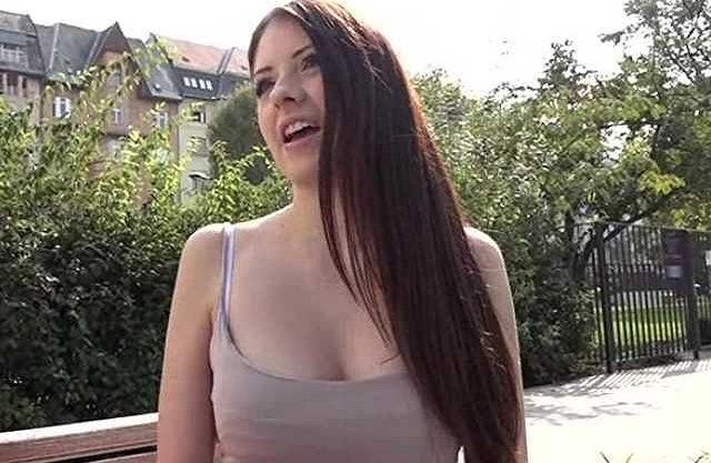 〖外国人〗ルーマニアの10代女子大生!爆乳に目が釘付け、固い肉棒に突かれて絶叫するHな国際交流ww