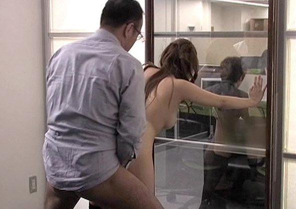 〖ながえスタイル〗「ダメですッ…バレちゃいます…♡」受付嬢と社長が仕事中にSEX!マジックミラー越しに乱れる悶絶Fuck