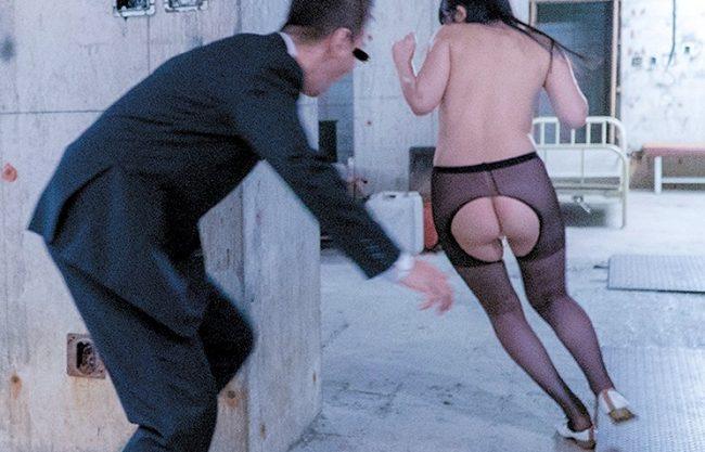 〖レイプ〗「逃げてもムダだよ~」巨乳OLを廃墟で追い回して強襲の痴漢!抵抗できずにイラマチオ&膣内射精の鬼凌辱の餌食