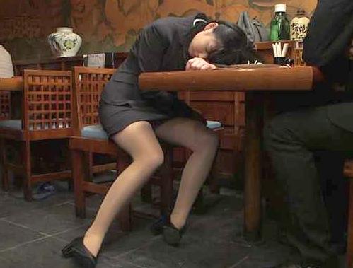 〖レイプ〗通報案件!!酒に酔った新人OLを犯す男!抵抗できない美女にイタズラ⇒そのまま泥酔レイプの鬼畜!!