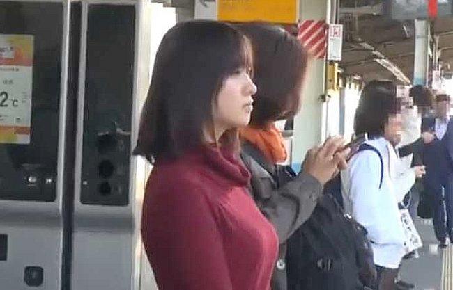 〖レイプ〗『んっ、だめぇ…♥』細身巨乳な女子大生が電車で狙われ奴隷化!黒人巨根をねじ込まれて絶叫の野外強姦!