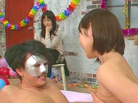 〖NTR〗『我慢しないでね…♥』プレミア女優が彼氏のチ○ポを痴女責め!耐えれば賞金、あっさりフル勃起でNTR成功www