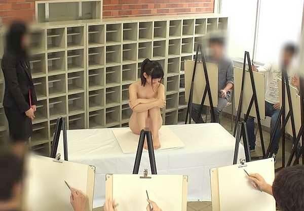 〖潮吹き〗『あぁっ、我慢できない♥』神カワ美少女がヌードモデル!全裸公開&アナル見せつけで大量お漏らしの羞恥www