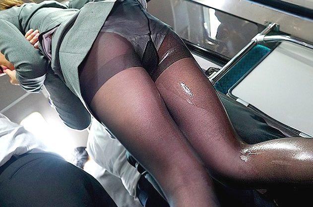 〖レイプ〗『もう止めてぇ…!』バスで痴漢に襲われるパンストOL!オマ○コ刺激で大量お漏らし、ガチハメの立ちバックで絶叫