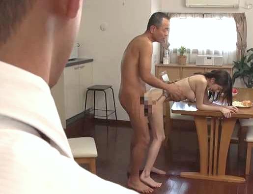 〖人妻〗『あぁッ、お義父さん…♥』息子の嫁を鬼畜に犯す義父!拘束Fuckで奴隷化、凌辱しまくり膣内射精