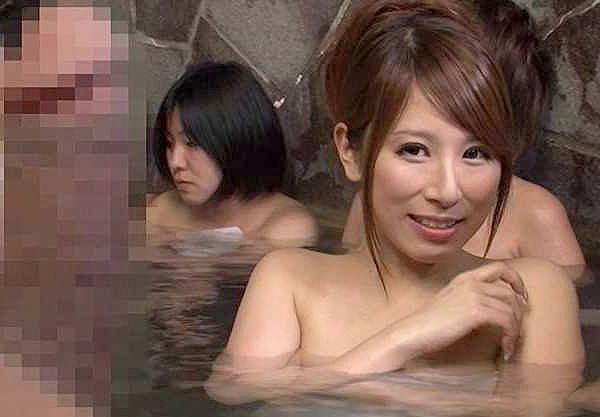 〖温泉〗『混浴じゃないですよ?♥』誤って女湯に入ってビンビン勃起!チ○ポに欲情したお姉さんに襲われて悶絶性交ww