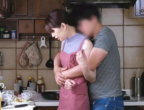 〖熟女〗『あぁッ、親子なのに…!』年頃息子が暴走で母を襲う近親相姦レイプ!貧乳おばさんが膣内射精の餌食に