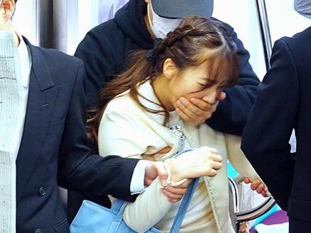 〖三上悠亜〗『いやっ、離して…!』電車で痴漢に犯されるアイドル女子大生!奴隷化されて逃げられない集団レイプの鬼陵辱