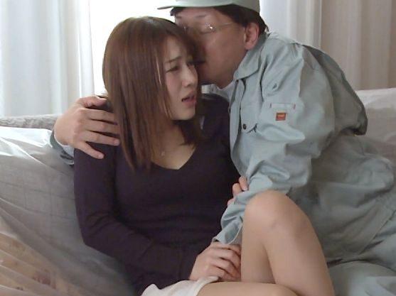 〖ながえスタイル〗『お願い、やめて…♥』部下の嫁に手を出す禁断Fuck!美人主婦がフェラ&激ピストンで膣内射精の餌食に