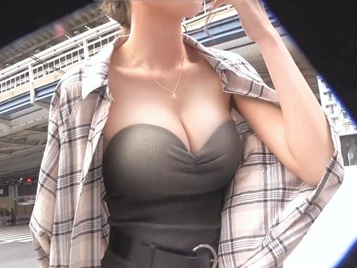 〖素人〗『んっ、それヤバいかも…♥』規格外の美乳おっぱいがエロい本気Fuck!読モ娘が特上Gカップ揺れる激ピスに絶頂