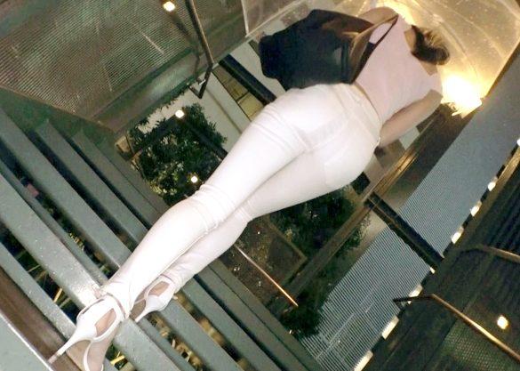 〖素人〗『ダメ、イキそう…♥』ミラクル9頭身ボディの美脚OL!ぬるぬるオイルで感じまくりの生ハメFuck